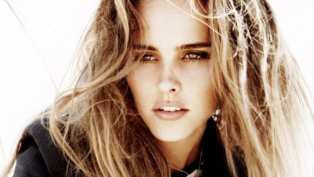 Isabel Lucas Body Measurements Breasts Height Weight