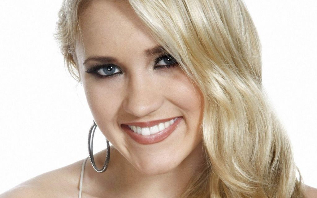Emily Osment's Body Measurements Including Breasts, Height ...