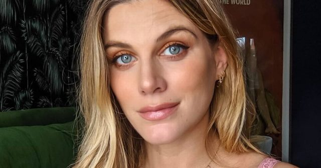 Ashley James' Body Measurements Breasts Height Weight